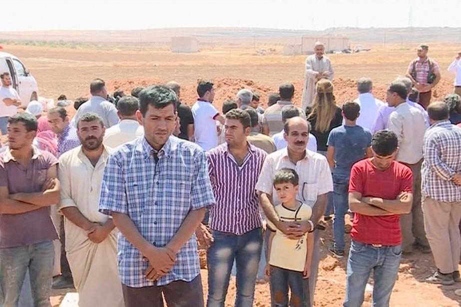 Abdallah Shenu (au premier plan), père du petit... (IMAGE AP)