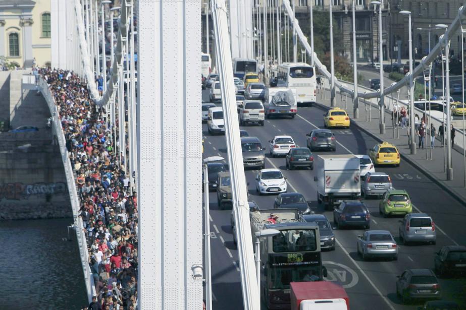 Plus d'un millier de migrants coincés à Budapest... (PHOTO BERNADETT SZABO, REUTERS)