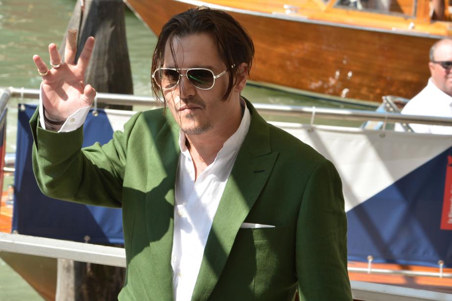 Johnny Depp a salué ses fans à son... (Photo Tiziana Fabi, AFP)