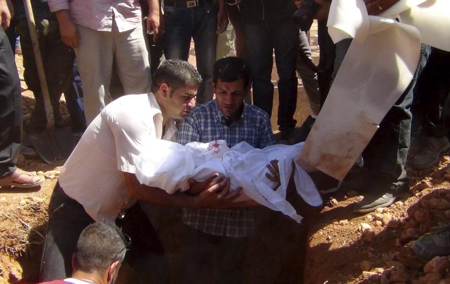 Jour d'enterrement du petit Aylan Kurdi, ce migrant retrouvé mort sur une plage turque avec son frère et sa mère. Son père, Abdallah Kurdi, est retourné à Kobané avec les trois dépouilles pour les mettre en terre ce vendredi 4 septembre. | 4 septembre 2015