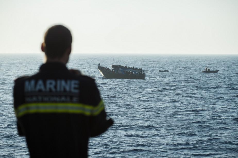 Seulement le tiers de ces corps repêchés peuvent... (PHOTO AFP/MARINE NATIONALE FRANÇAISE)