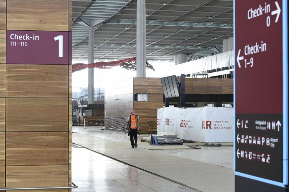 L'aéroport Berlin-Brandebourgcompte officiellement cinq ans de retard et... (Photo TOBIAS SCHWARZ, AFP)
