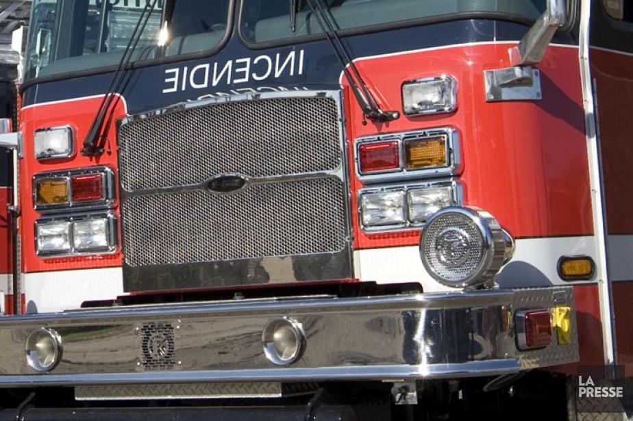 Un pompier a dû être transporté à l'hôpital pour... (PHOTO ARCHIVES LA PRESSE)