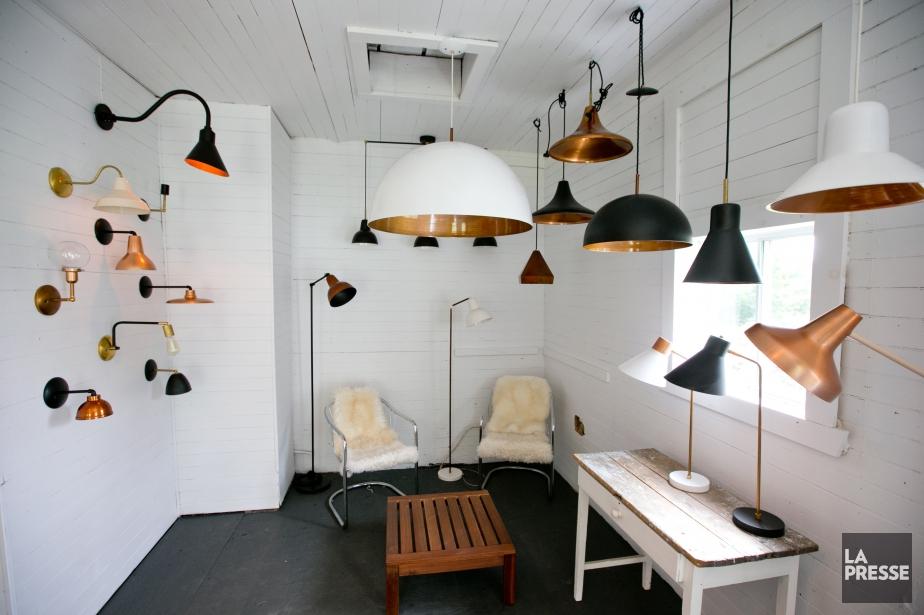 La salle d'exposition de Luminaire Authentik a été... (PHOTO DAVID BOILY, LA PRESSE)