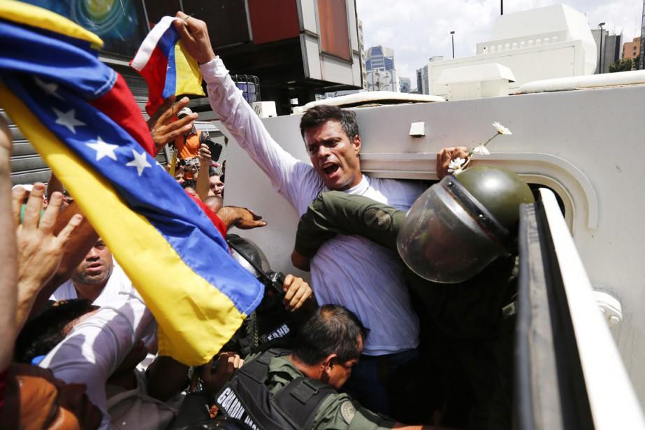 Leopoldo Lopez s'était rendu le 18 février 2014... (PHOTO JORGE SILVA, ARCHIVES REUTERS)