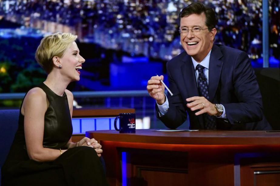 Stephen Colbert et Scarlett Johansson lors du Late... (PHOTO AP)