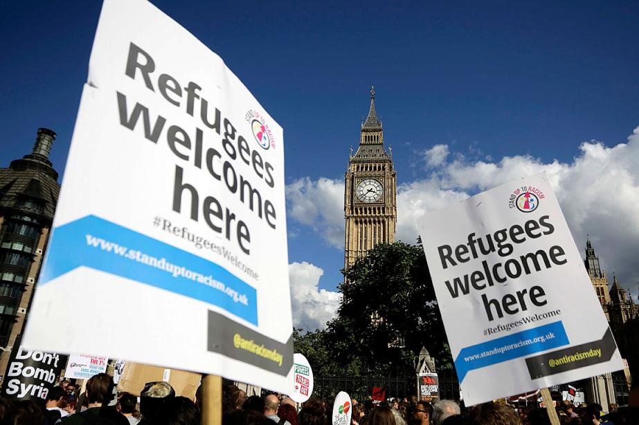 Des milliers de manifestants ont exprimé leur soutien... (Photo Kevin Coombs, Reuters)