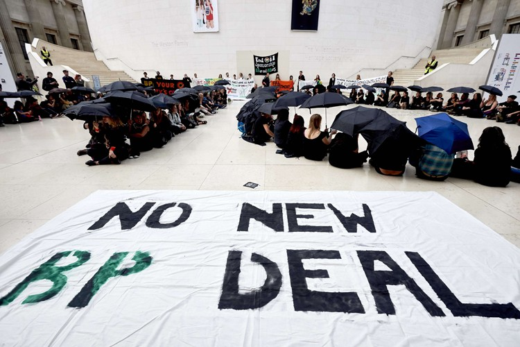Un flash mob (rassemblement éclair) s'est tenu dimanche soir au... (PHOTO AFP)