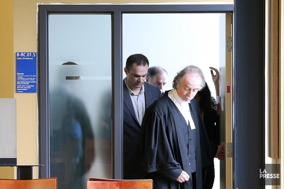 Guy Turcotte (au milieu), lors de sa comparutionau... (Photo Martin Chamberland, archives La Presse)