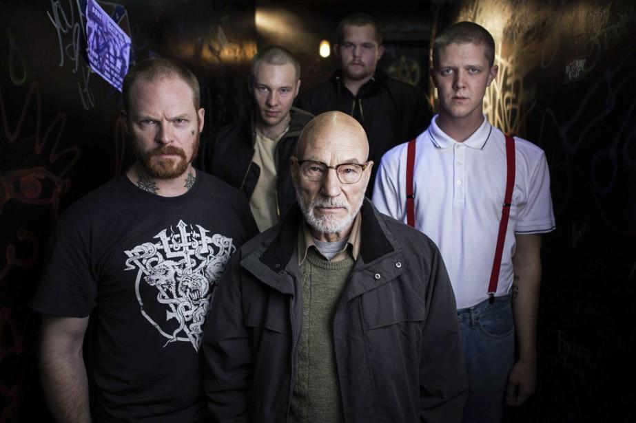 Patrick Stewart (au centre) dans une scène du... (PHOTO LA PRESSE CANADIENNE)