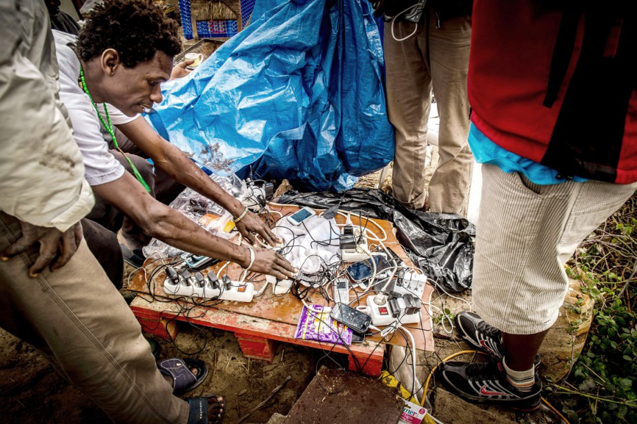 En arrivant dans un nouveau pays, le premier... (PHOTO PHILIPPE HUGUEN, AFP)