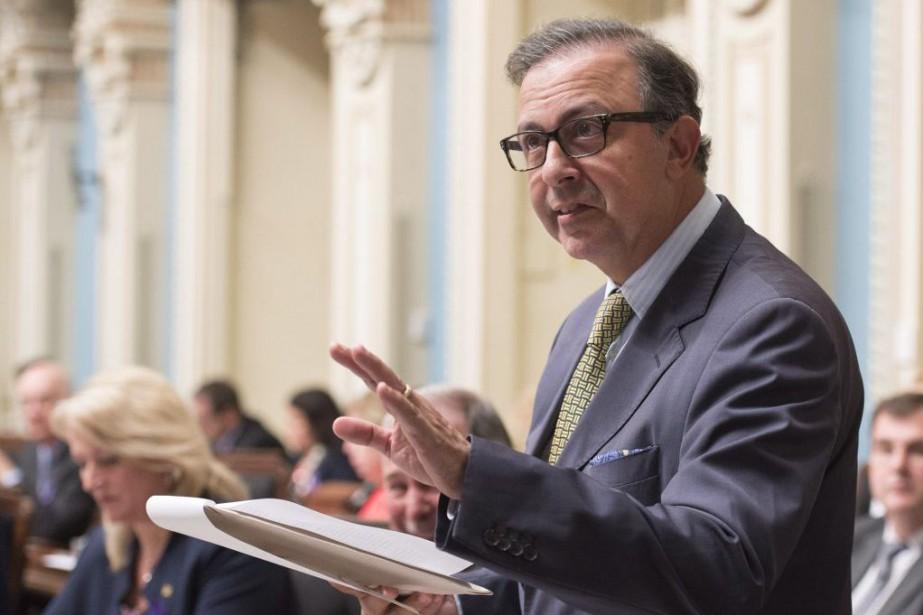 Le ministre responsable du dossier, Sam Hamad, n'a... (PHOTO JACQUES BOISSINOT, ARCHIVES LA PRESSE CANADIENNE)