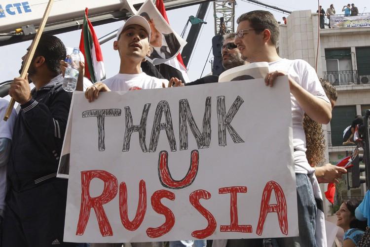 Des supporters de Bachar al-Assad manifestent leur appui... (ARCHIVES REUTERS)