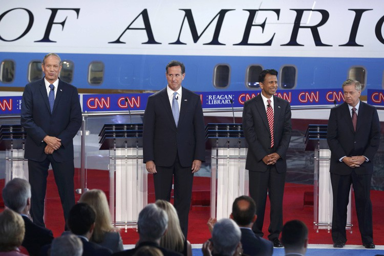 De gauche à droite : George Pataki, Rick... (PHOTO REUTERS)