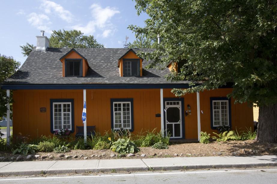 La plus vieille maison de bois du village,... (PHOTO OLIVIER JEAN, LA PRESSE)