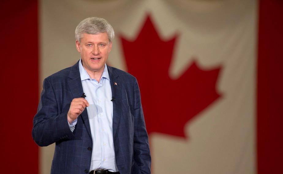 Stephen Harper s'est réjoui lundi du surplus de... (PHOTO ADRIAN WYLD, LA PRESSE CANADIENNE)