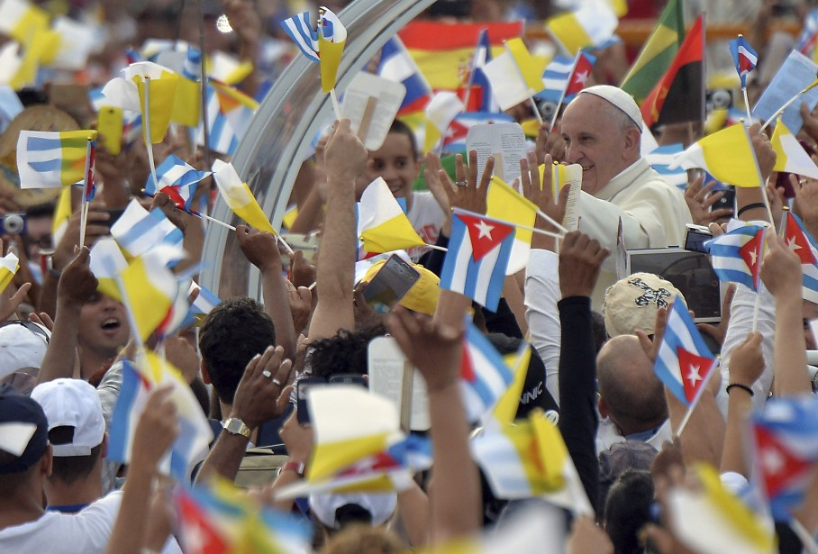 Le papa Francis arrice à la place de la Révolution à la Havane, où il célébrera une messe, le plus gros événement de son voyage à Cuba. Près d'un million de personnes assisteront à la messe. (20 septembre) | 20 septembre 2015