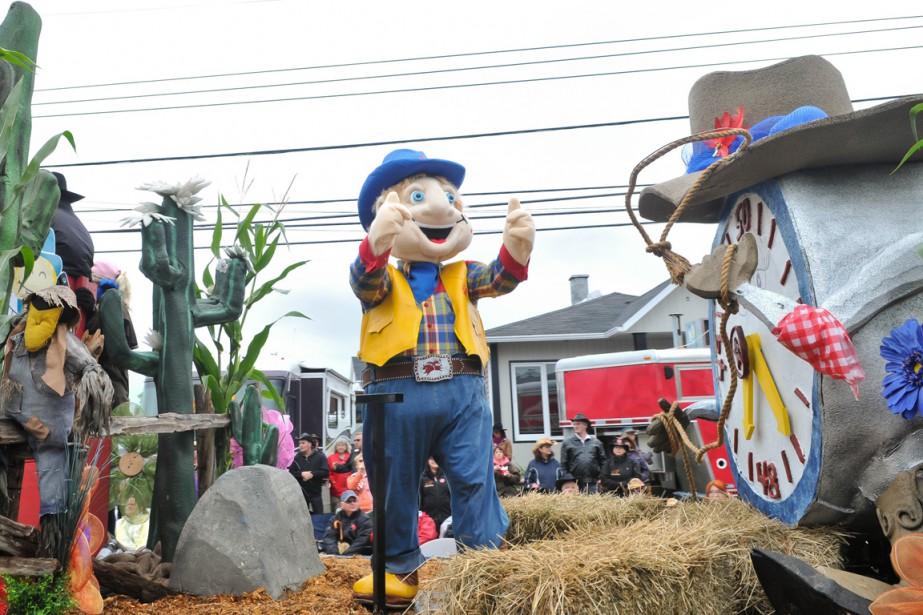 La mascotte Galop était évidemment du défilé. (Photo: Émilie O'Connor)