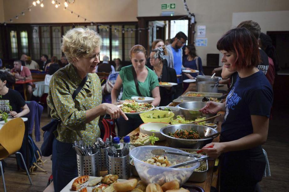 À Brighton, Adam Buckingham nourrit chaque semaine 200... (PHOTO AFP)