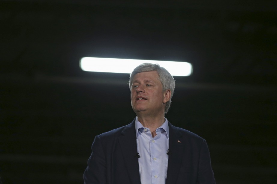 Les conservateurs de Stephen Harper obtiendraient 35,4% des... (PHOTO CHRIS WATTIE, ARCHIVES REUTERS)