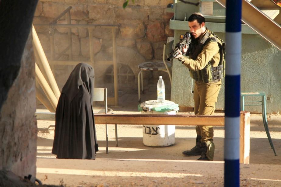 Une organisation militante palestinienne, «les Jeunes contre les... (PHOTO LES JEUNES CONTRE LES COLONIES/REUTERS)