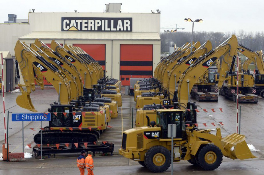 Caterpillar a ainsi abaissé jeudi d'un milliard de... (PHOTO ERIC VIDAL, ARCHIVES REUTERS)