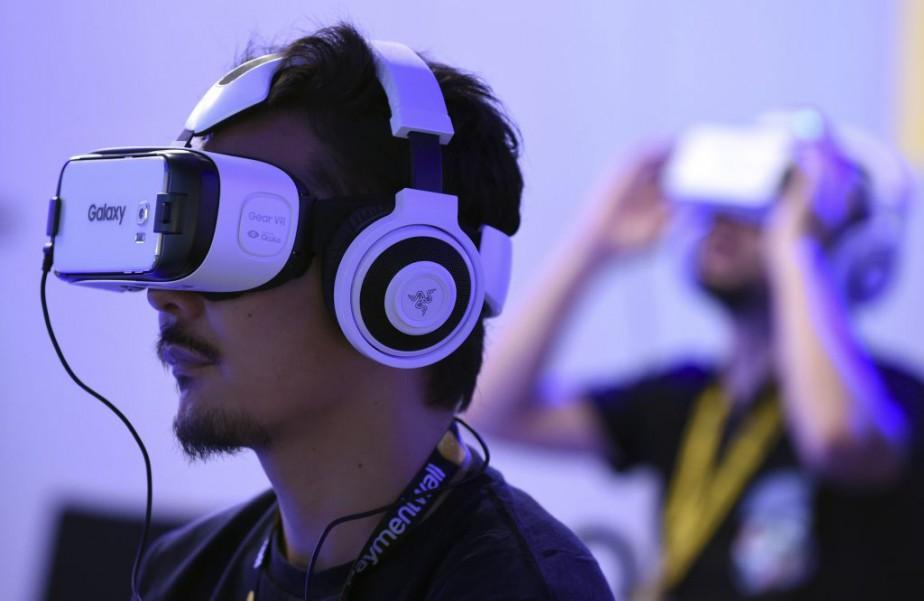 Le nouveau modèle du Gear VR sera plus... (Photo TORU YAMANAKA, Agence France-Presse)