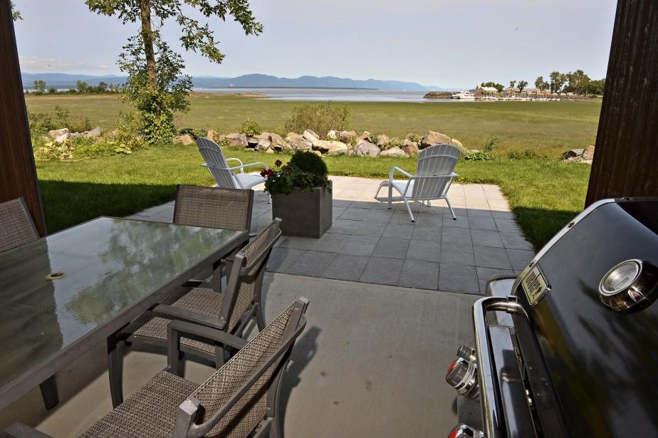 Enclavée, la terrasse est utile par grands vents, mais agréable pour les yeux en tout temps. (Le Soleil, Patrice Laroche)