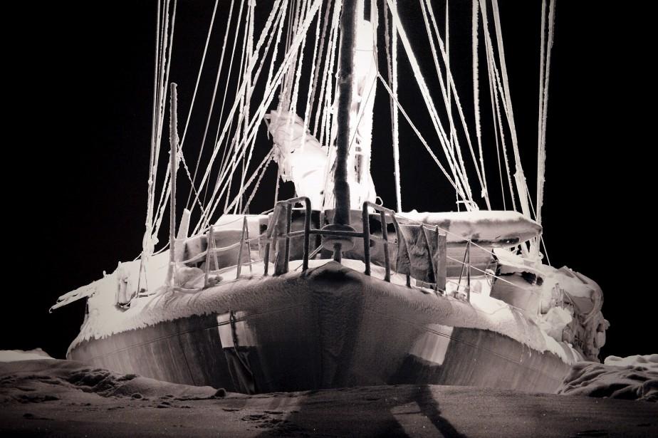 L'absence de lumière du jour pendant la longue nuit arctique donne aux photographies de Vincent Hilaire un aspect irréel, comme si elles avaient été prises sur une autre planète. (Le Soleil, Erick Labbé)