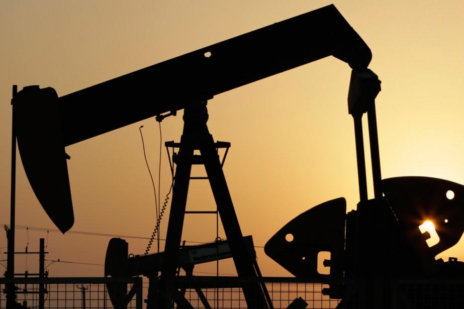 Les cours du pétrole ont encore un peu... (Photo Hasan Jamali, archives AP)