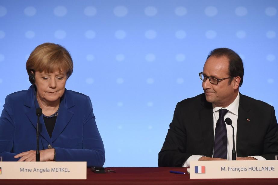 La chancelière allemande, Angela Merkel, aux côtés du... (Photo STEPHANE DE SAKUTIN, AFP)