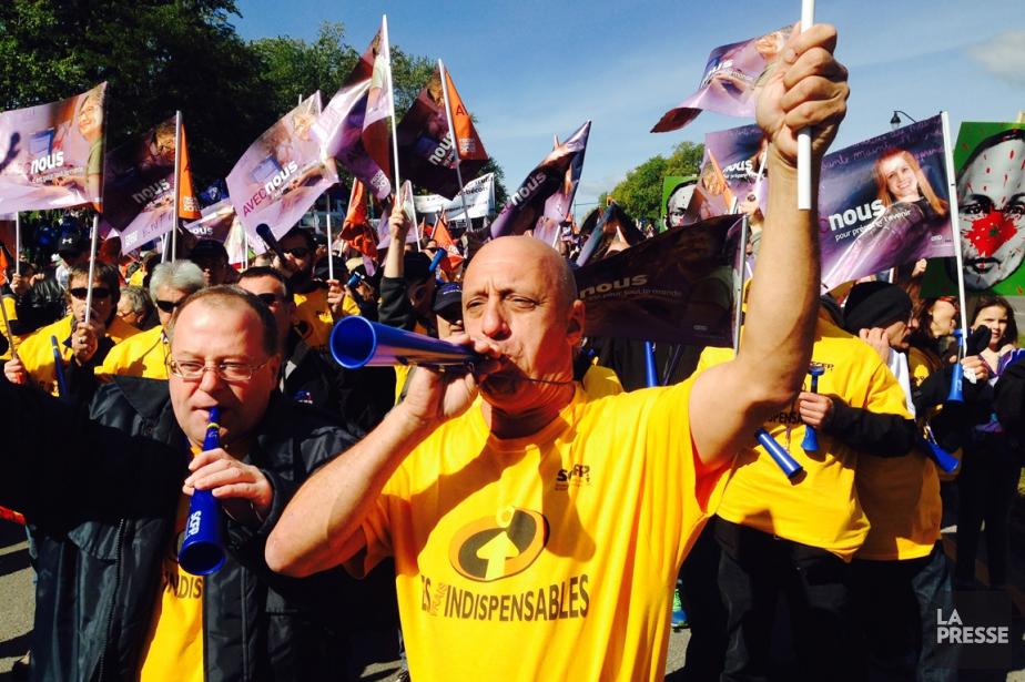 La marche a commencé à 12 h 30... (PHOTO ROBERT SKINNER, LA PRESSE)