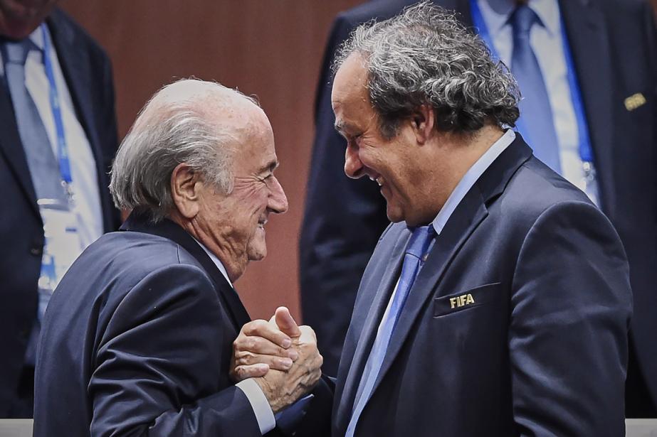 Le président de la FIFA, Sepp Blatter (à... (Photo Michael Buholzer, archives AFP)