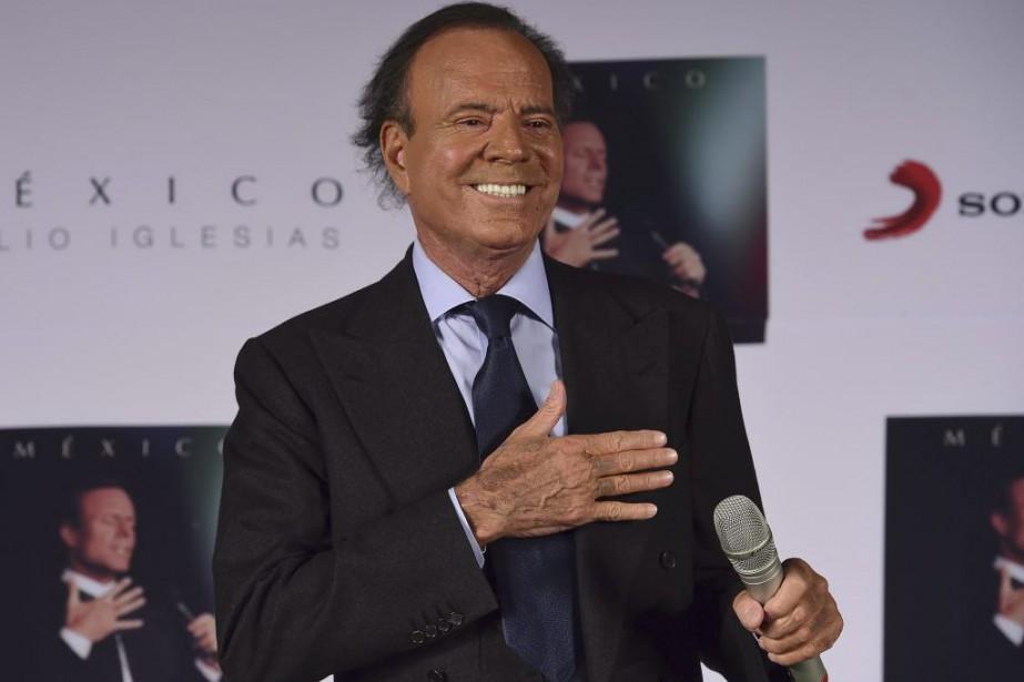 Le chanteur espagnol Julio Iglesias annonce mercredi dans un... (PHOTO AFP)