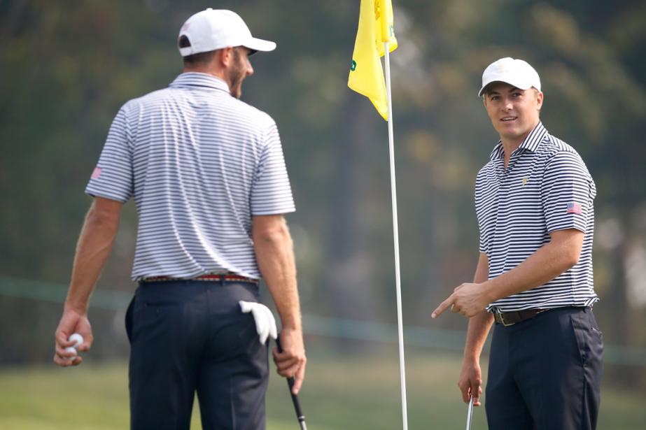Dustin Johnson et Jordan Spieth, de l'équipe américaine,... (Photo Lee Jin-man, AP)