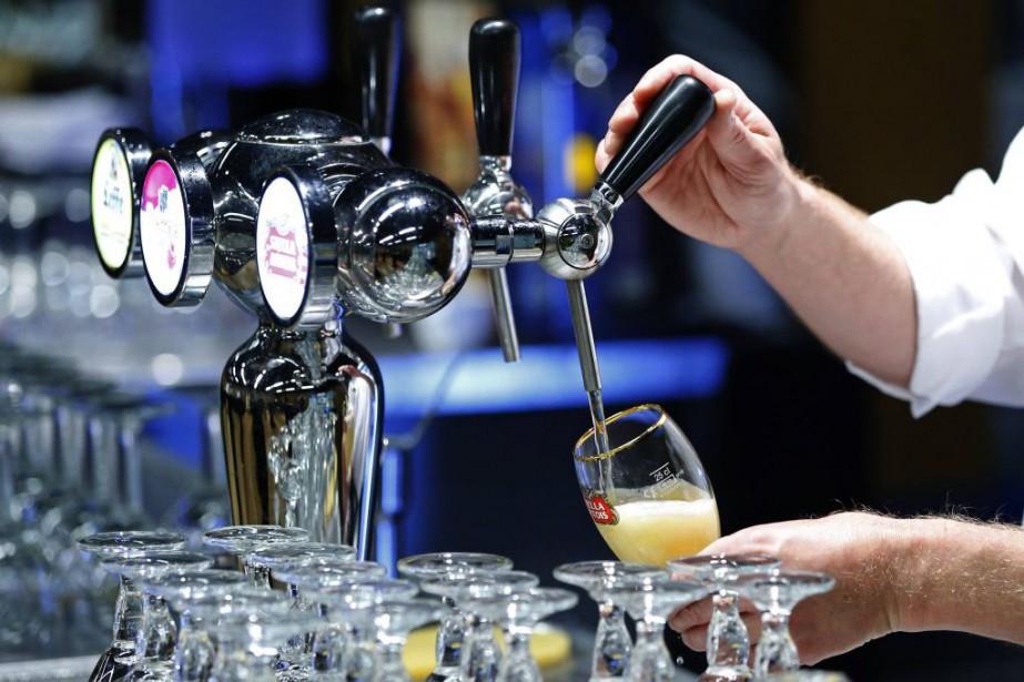 Le numéro un mondial de la bière AB InBev a... (PHOTO YVES HERMAN, REUTERS)