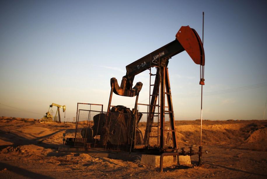 Le cours du baril de «light sweet crude»... (PHOTO LUCY NICHOLSON, ARCHIVES REUTERS)