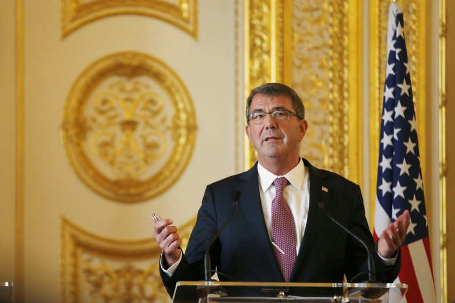 Le secrétaire américain à la Défense, Ashton Carter,... (PHOTO ALASTAIR GRANT, ARCHIVES AP)