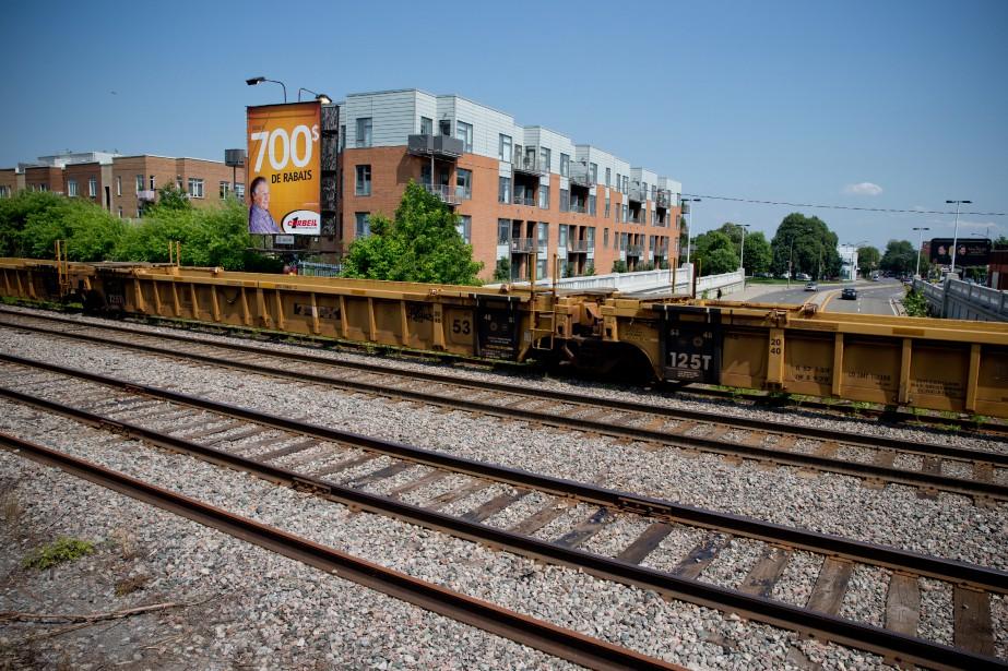 La voie ferrée du CP séparant les arrondissements... (Photo David Boily, archives La Presse)