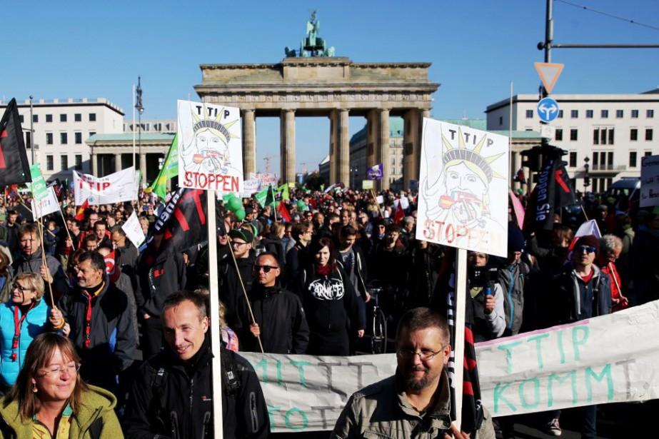 Cet afflux de participants a contraint les autorités... (PHOTO DPA/KAY NIETFELD, AFP)