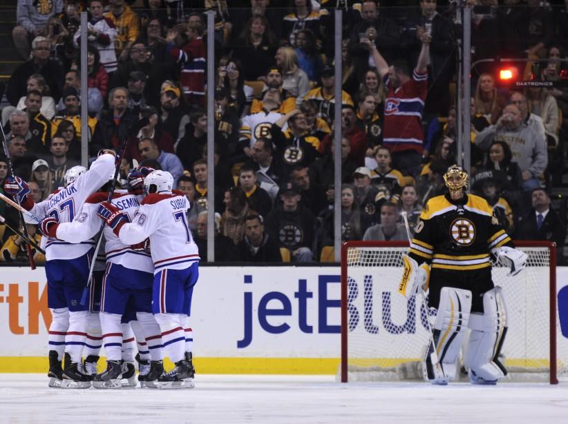 Les joueurs du Canadien célèbrent le premier but du match au grand plaisir des partisans montréalais présents au TD Garden. (PHOTO BOB DECHIARA, USA TODAY)