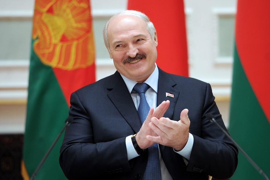 Âgé de 61 ans, Alexandre Loukachenko obtient un... (PHOTO SERGEI GAPON, AFP)