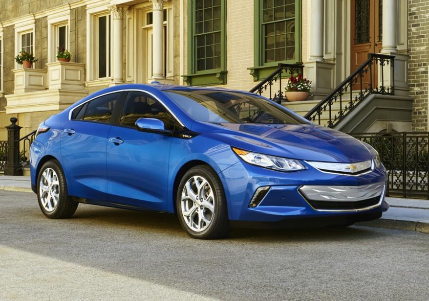 <strong>Chevrolet Volt — À partir de 38 045 $</strong> En plus de ses nouvelles lignes réussies, comment améliorer un des plus gros vendeurs dans les voitures électriques? On pourrait répondre : «En lui ajoutant une place!» (Photo fournie par GM)