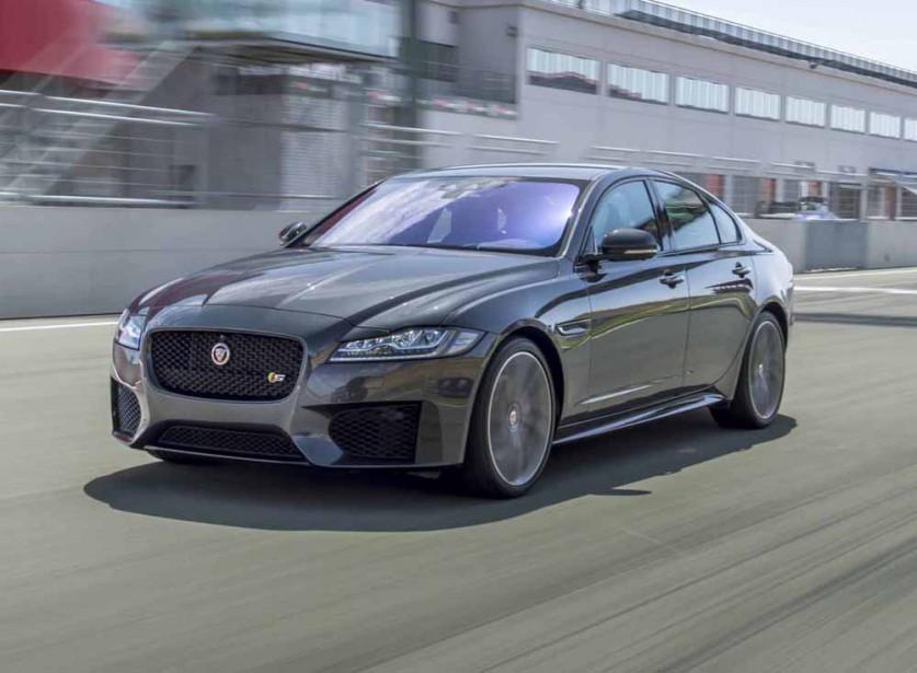 <strong>Jaguar XF — À partir de 62 000 $ (estimation)</strong> Cette berline intermédiaire de grand luxe en est à sa seconde génération et propose une solution de rechange aux berlines allemandes. (Photo fournie par Jaguar)