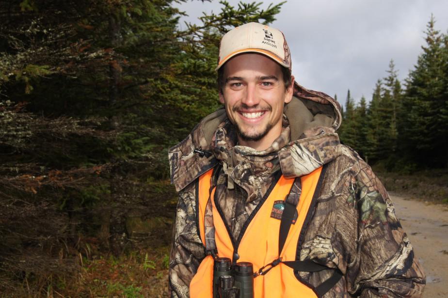 À 22 ans, Tristan Bédard en est déjà à sa quatrième saison comme guide de chasse sur l'île d'Anticosti. (La Tribune, Luc Larochelle)