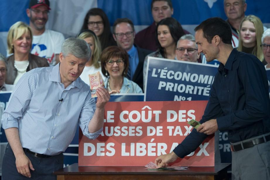 Le chef conservateur effectue trois arrêts au Québec,... (PHOTO JONATHAN HAYWARD, LA PRESSE CANADIENNE)