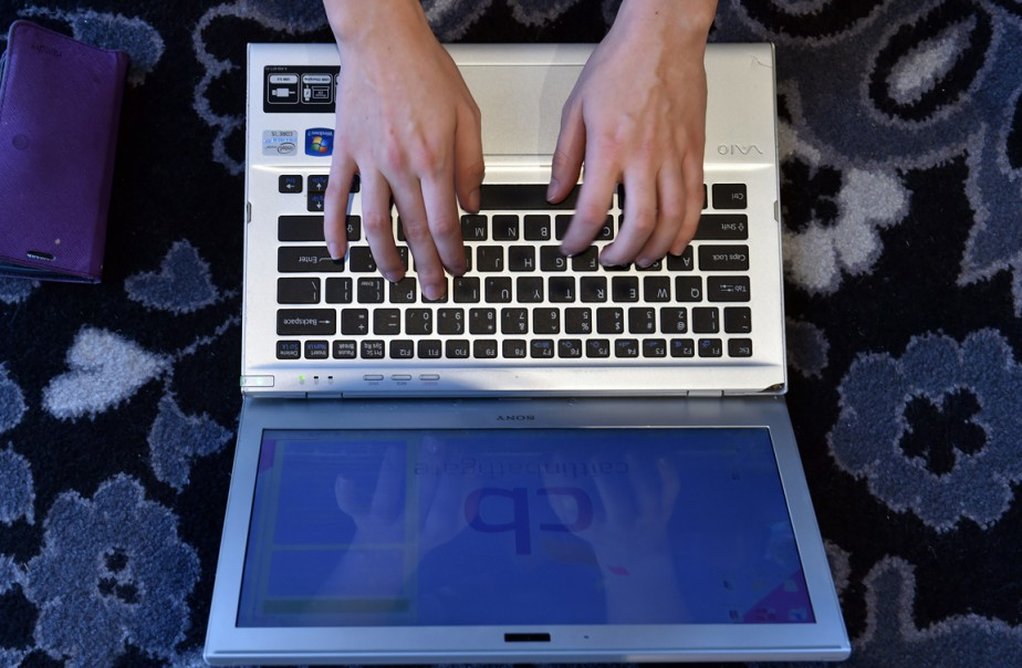 L'EI a recours aux médias sociaux et à... (PHOTO SAEED KHAN, AFP)