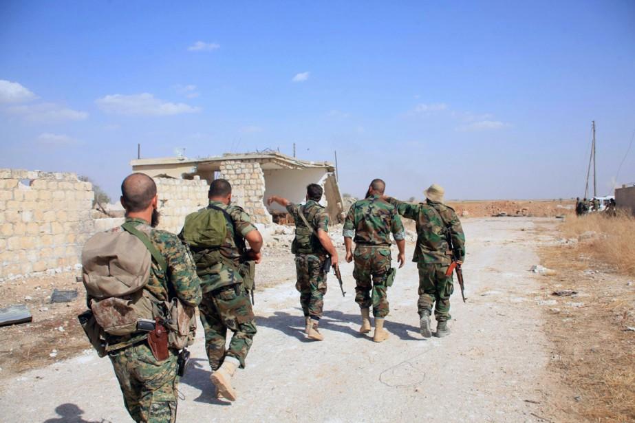 Des soldats du régime à l'est d'Alep.... (Photo GEORGE OURFALIAN, archives AFP)