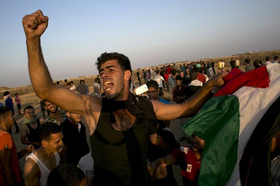 Des Palestiniens protestent au sud de la bande... (Photo SAID KHATIB, AFP)