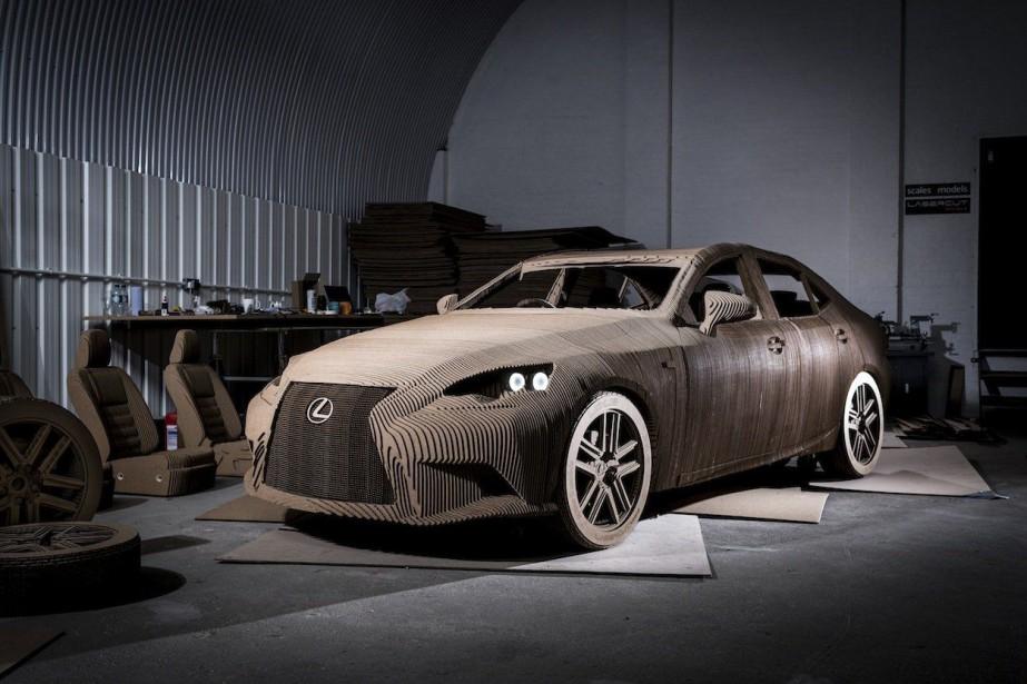 Lexus a fait construire cette voiture en carton-origami... (Photo fournie par Lexus)